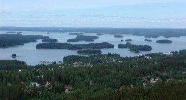 Finlandia, bajo el sol de media noche