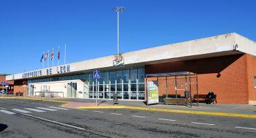 Ryanair continúa con su política y se retira de nuevos aeropuertos