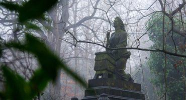 El encanto de los cementerios, tercera impresión
