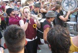 ¡Disfruta de un momento balcánico con las trompetas del Guča!