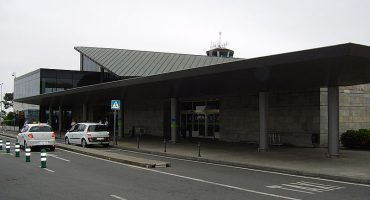 Vueling cancela 3 de sus 5 rutas en A Coruña