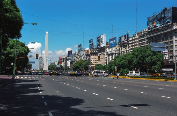 Avenida-9-de-julio-Buenos-Aires-Argentina