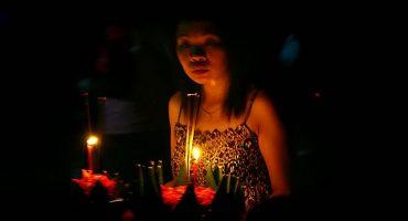 El festival Loi Krathong llena de luces los ríos y cielos de Tailandia