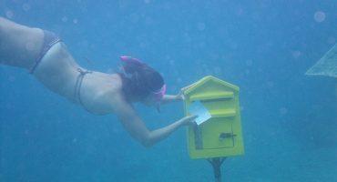 Al otro lado del mundo, en un buzón de correo submarino…