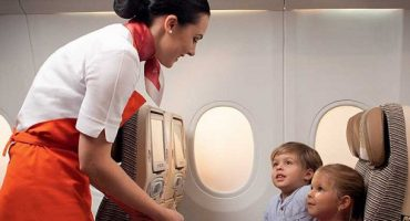 """Flying Nanny"", niñeras a bordo con Etihad Airways"