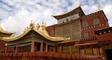 El fuego destruye Dukezong, la mítica Shangri-La