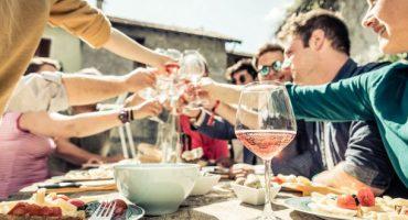 Top 10: Las normas de etiqueta sobre la mesa más extrañas del mundo