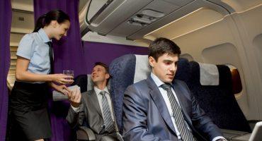 Por qué el zumo de tomate sabe mejor en un avión