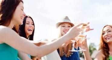 ENCUESTA – ¿Cómo es tu despedida de soltera o soltero perfecta?
