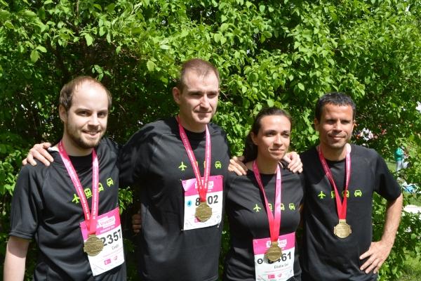 Foto de grupo de los participantes en el Medio Maratón de Budapest