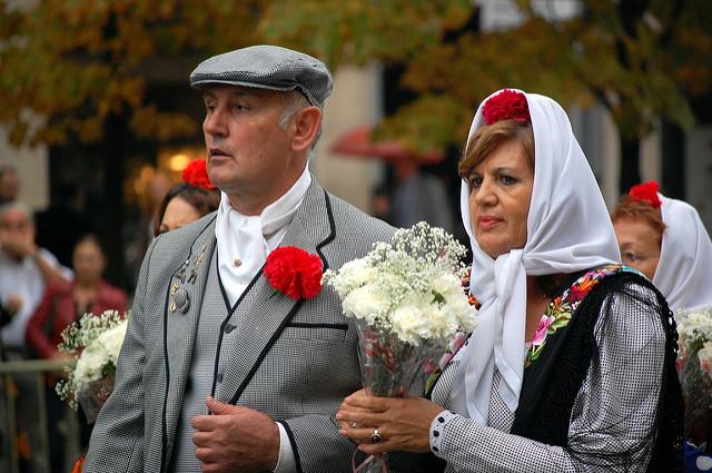 Madrileños vestidos de chulapos