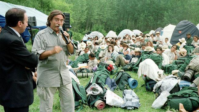 Miguel de la Quadra-Salcedo durante la Ruta Quetzal de 1999