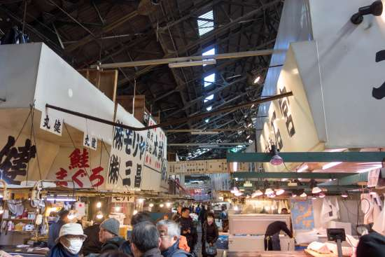 Interior del Mercado Tsukiji de Tokio