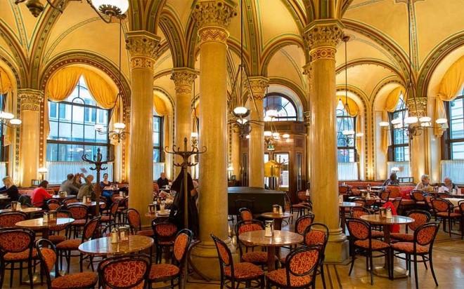 Interior del Café Central de Viena