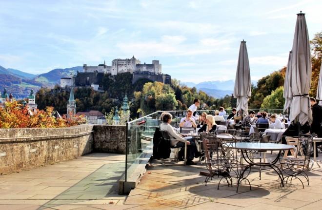 Terraza en Salzburgo durante el otoño