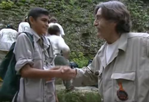 Miguel-Quadra-Salcedo-dando-mano