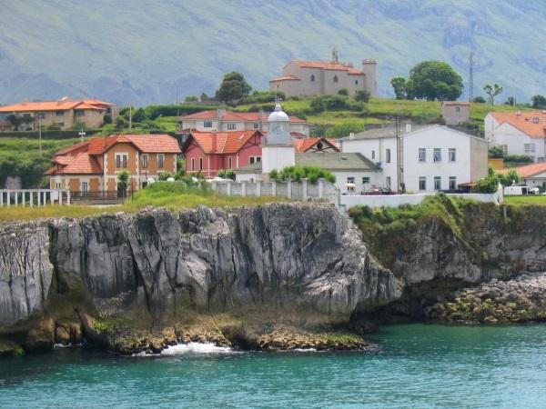 Faro-Llanes-casas