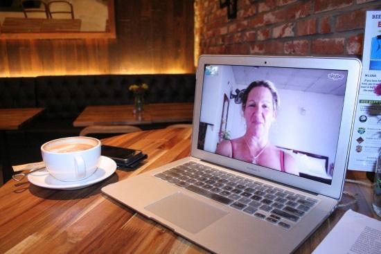 Portátil-skype-café