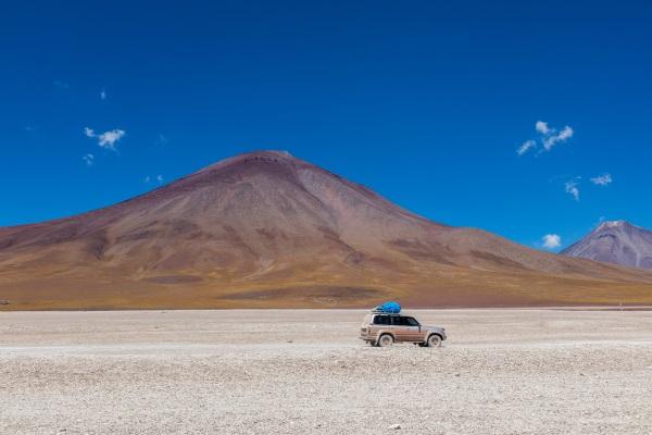Volcán-coche-bolivia