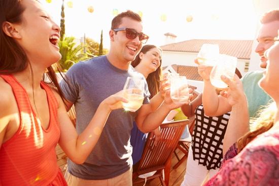 reencuentro-brindando-celebrando-copas