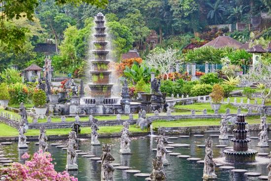 Fuentes-agua-tirtagangga-bali-Indonesia