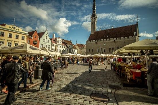Plaza-del-Ayuntamiento-Tallin