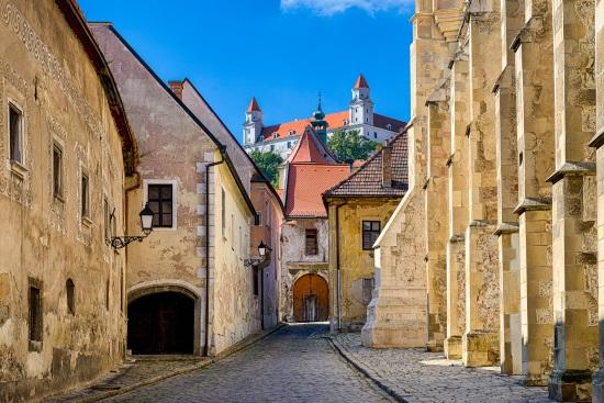 calle-castillo-Bratislava