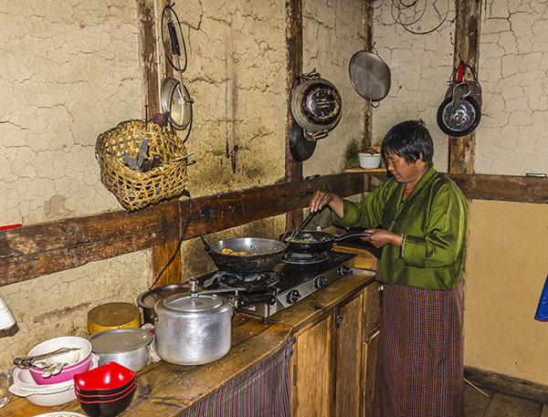 mujer-butan-cocina