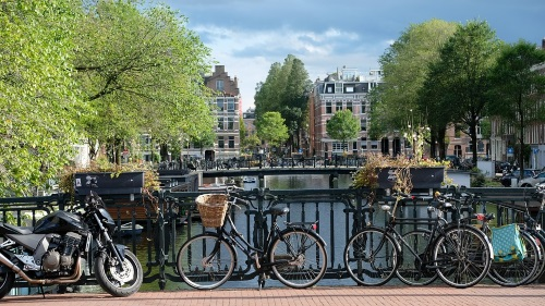 bicis-canal-amsterdam