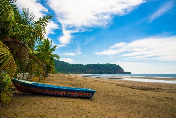 jaco-beach-costa-rica-barca-playa