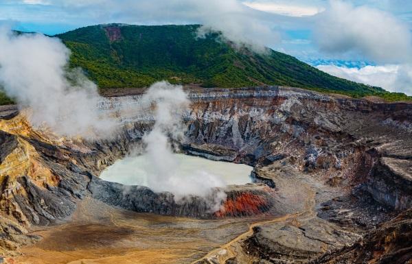 volcan-erupcion-costa-rica