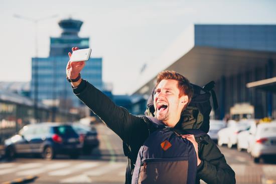 chico-selfie-aeropuerto