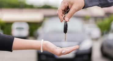 Cómo alquilar un coche sin tarjeta de crédito