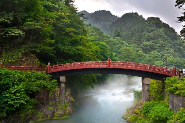 Puente sagrado Shinkyo en Nikko (Japón)