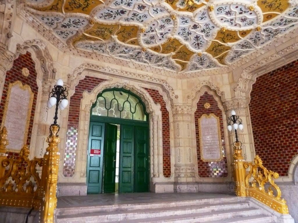 Entrada del Museo de Artes Aplicadas de Budapest