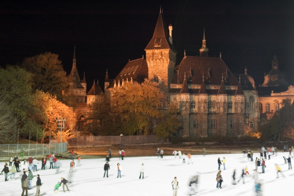 Pista de patinaje sobre hielo en Városliget (Budapest)