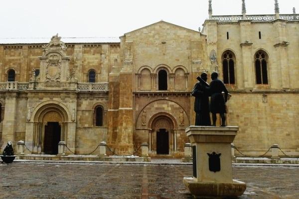 Exterior de San Isidoro de León