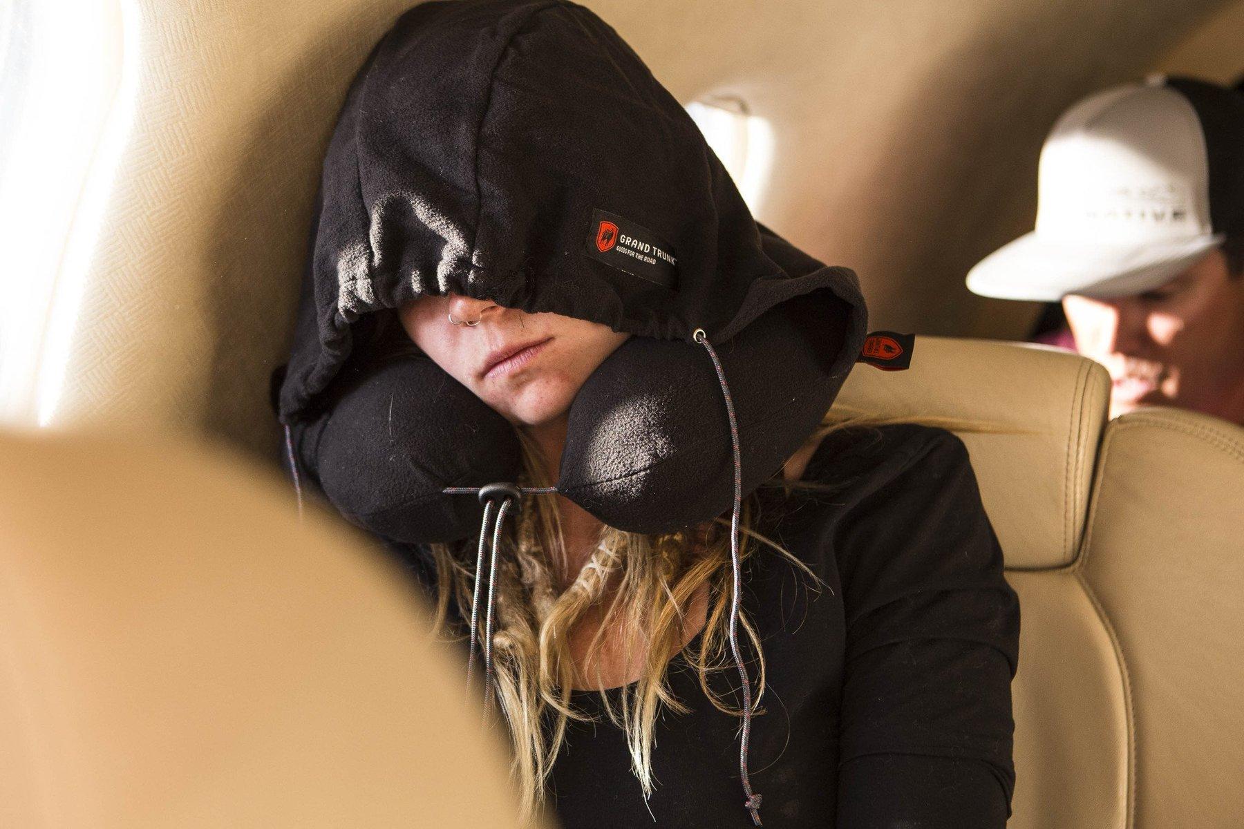 Almohada de viaje con capucha